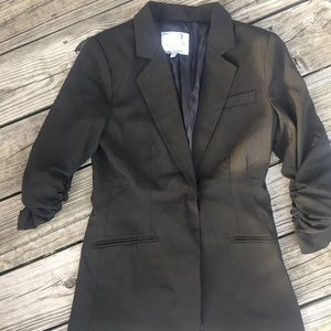 Audrey fitted blazer in size small.